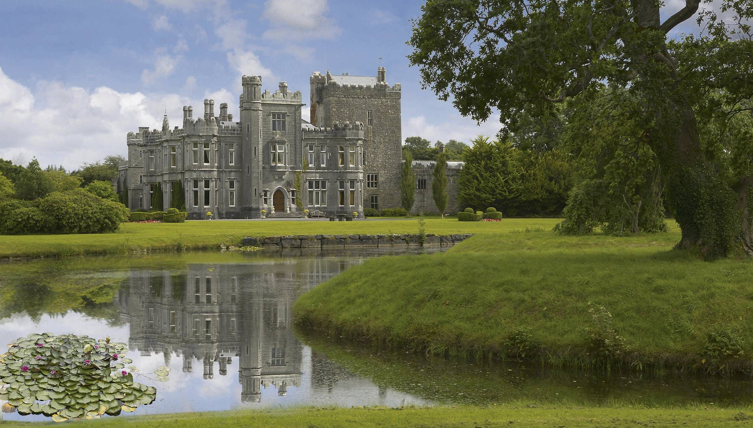 Daily dream home your private castle hotel in versailles kentucky - Tulira Castle