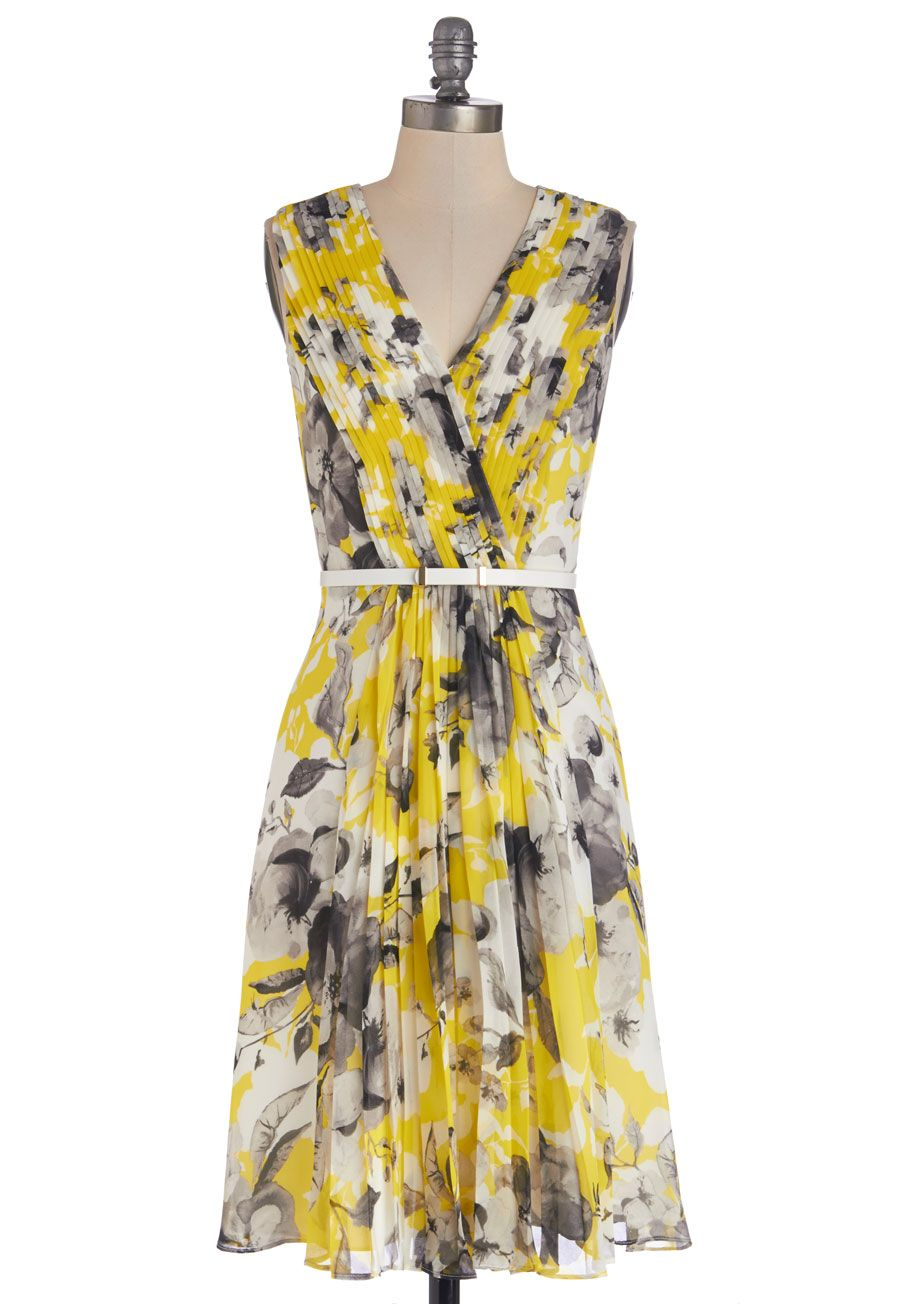 Lush with beauty dress in garden wedding maids and yellow clothes