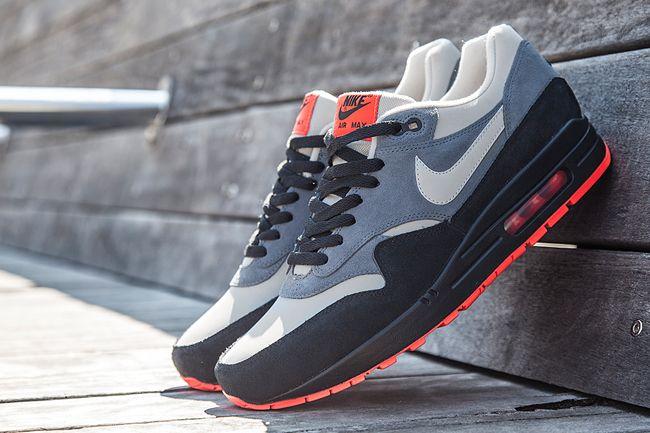 Sneaker Central - NIKE AIR MAX 1 - Foot