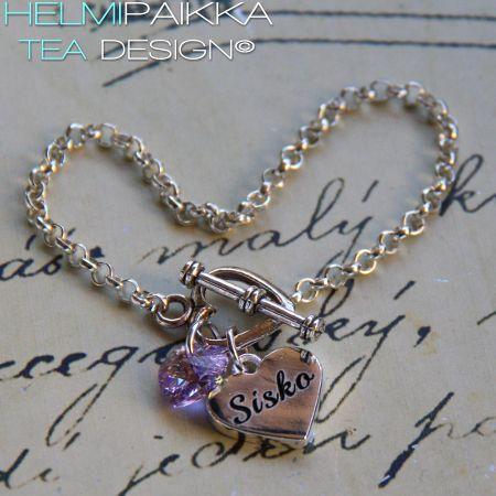 Amulettirannekoru sydänlukolla, sisko sydänamuletilla ja laventelilla Swarolla <3 Rannekorun voit hankkia täältä: http://www.helmipaikka.fi/tuotteet.html?id=14/3331