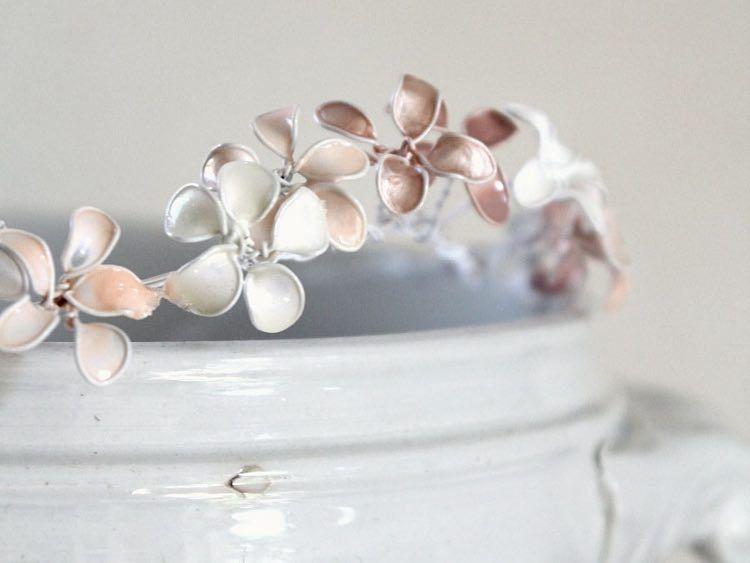 DIY-Anleitung: Haarschmuck aus Blüten anfertigen via DaWanda.com