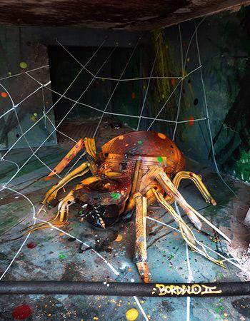 Spider, Street Art con materiali di recupero