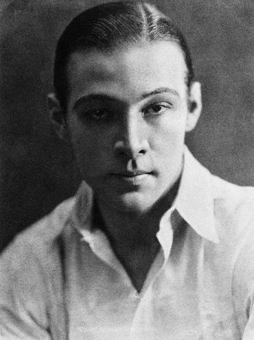 † Rudolph Valentino (6 de mayo de 1895-23 de agosto de 1926)