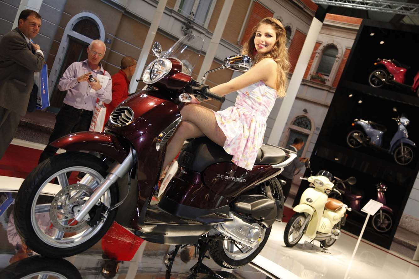 Sexy girls salon moto milan moto divers pinterest for Salon de la moto lyon 2017