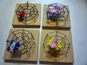 Klasnieuws 3de en 4de leerjaar: Techniek in de klas: we timmeren een spinnenweb, #knutselen, kinderen, basisschool, herfst, tutorial, spijkerschilderij, #craft, children, elementary school, autumn, fall, spiderweb on wood