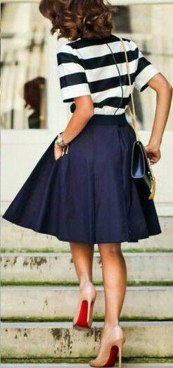 nos pés: nude | saia: lady like | azul marinho | blusa: navy