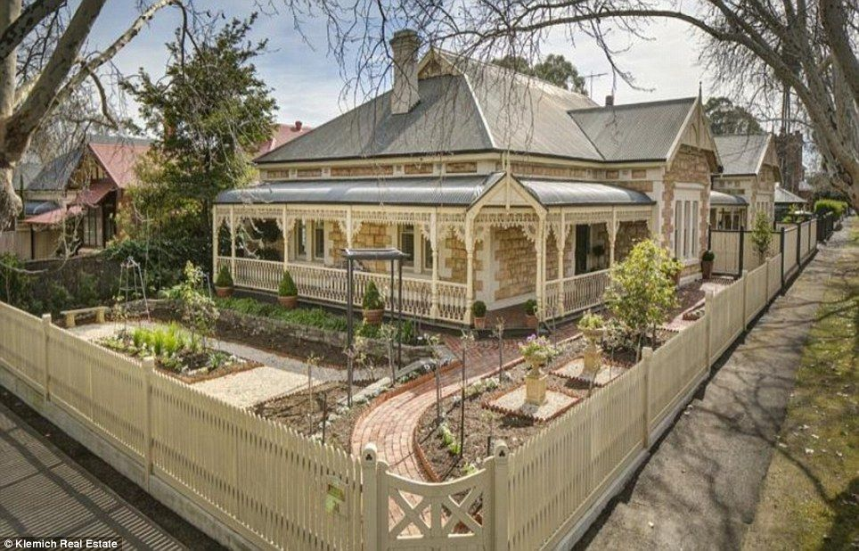 An Eight Room Sandstone Return Verandah Villa Is Up For Auction In  Adelaide, South Australia, On Saturday 20 September