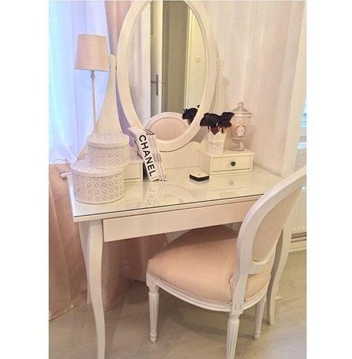 meuble maquilleuse coiffeuse meuble pour bijoux intrieur meuble coiffeuse en blanc et en. Black Bedroom Furniture Sets. Home Design Ideas