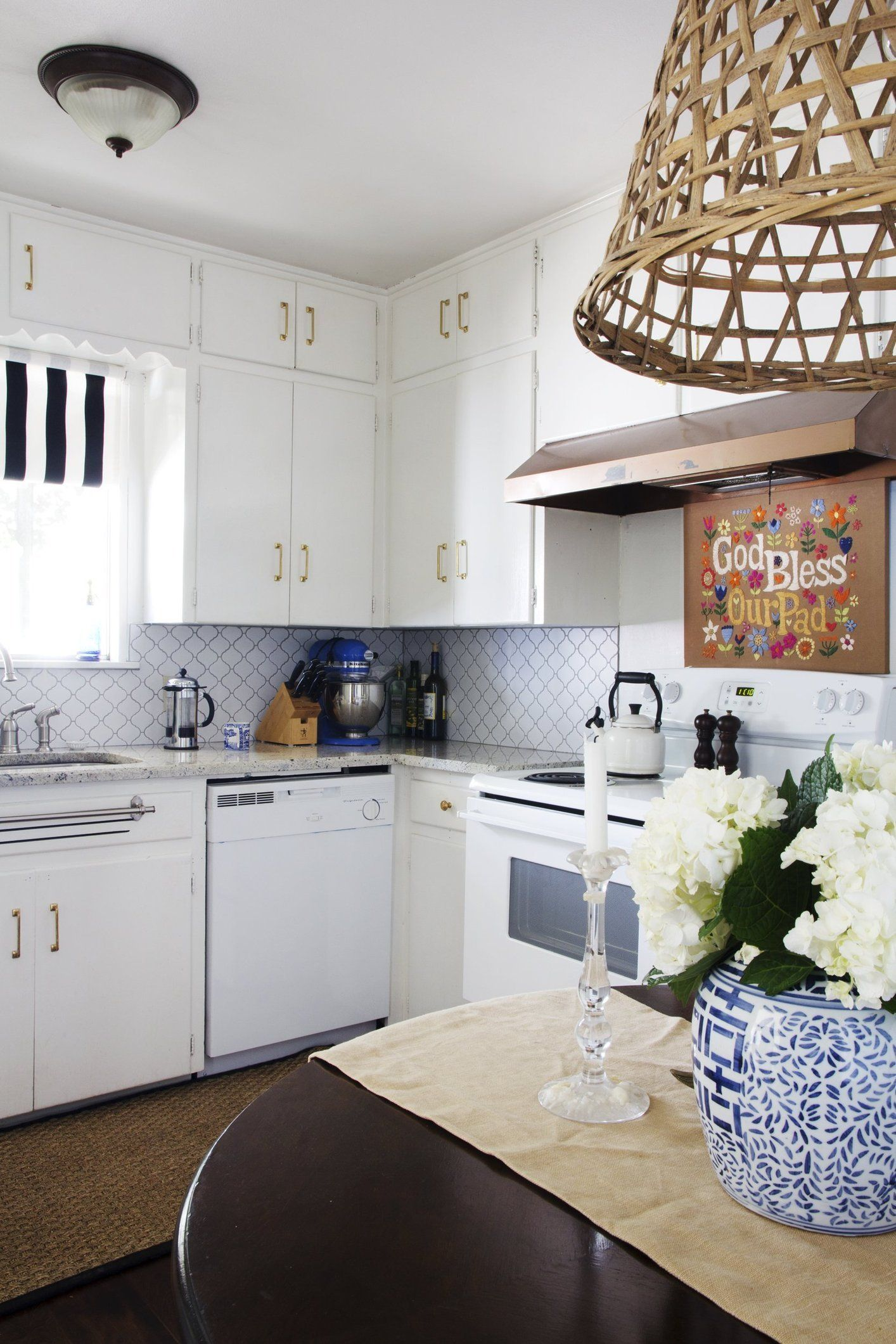 Listen Up, Renters: Changing Your Kitchen Cabinet Hardware ...