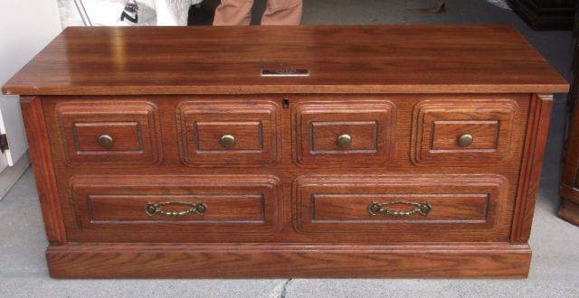 Vintage Quebec Huppe Oak Cedar Lined Blanket Hope Chest This Trunk Is In Excellent Condition And Strong Solid Every Aspect There Was An Engraved