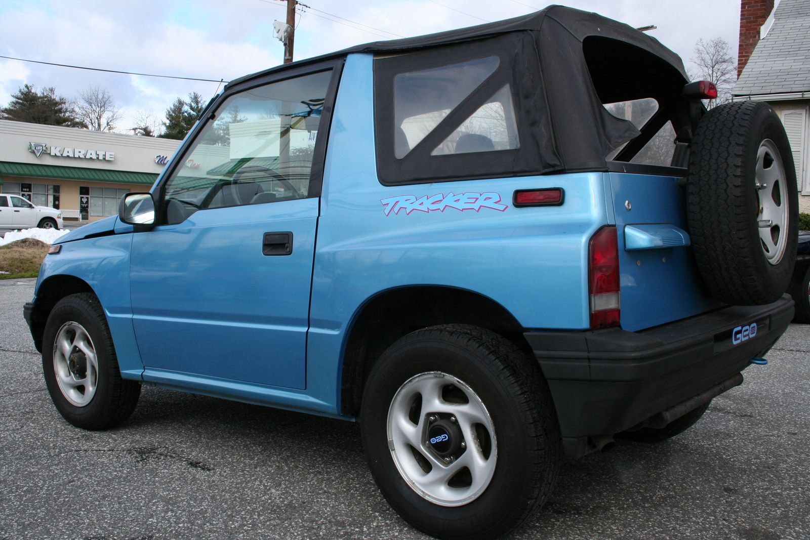 All Types geo tracker specs : I got mine for graduation in 98! It was balck. LOVED it and I ...