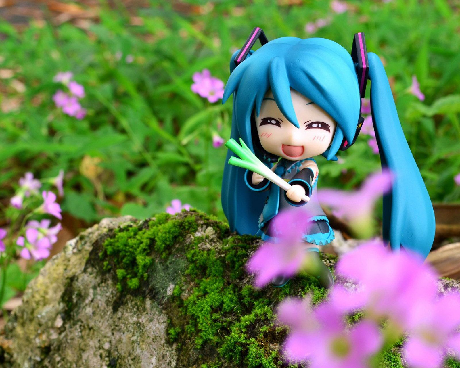 Pair Of Cute Toys Hd Wallpaper: Cute Hatsune Miku Figure Android Phone Wallpapers