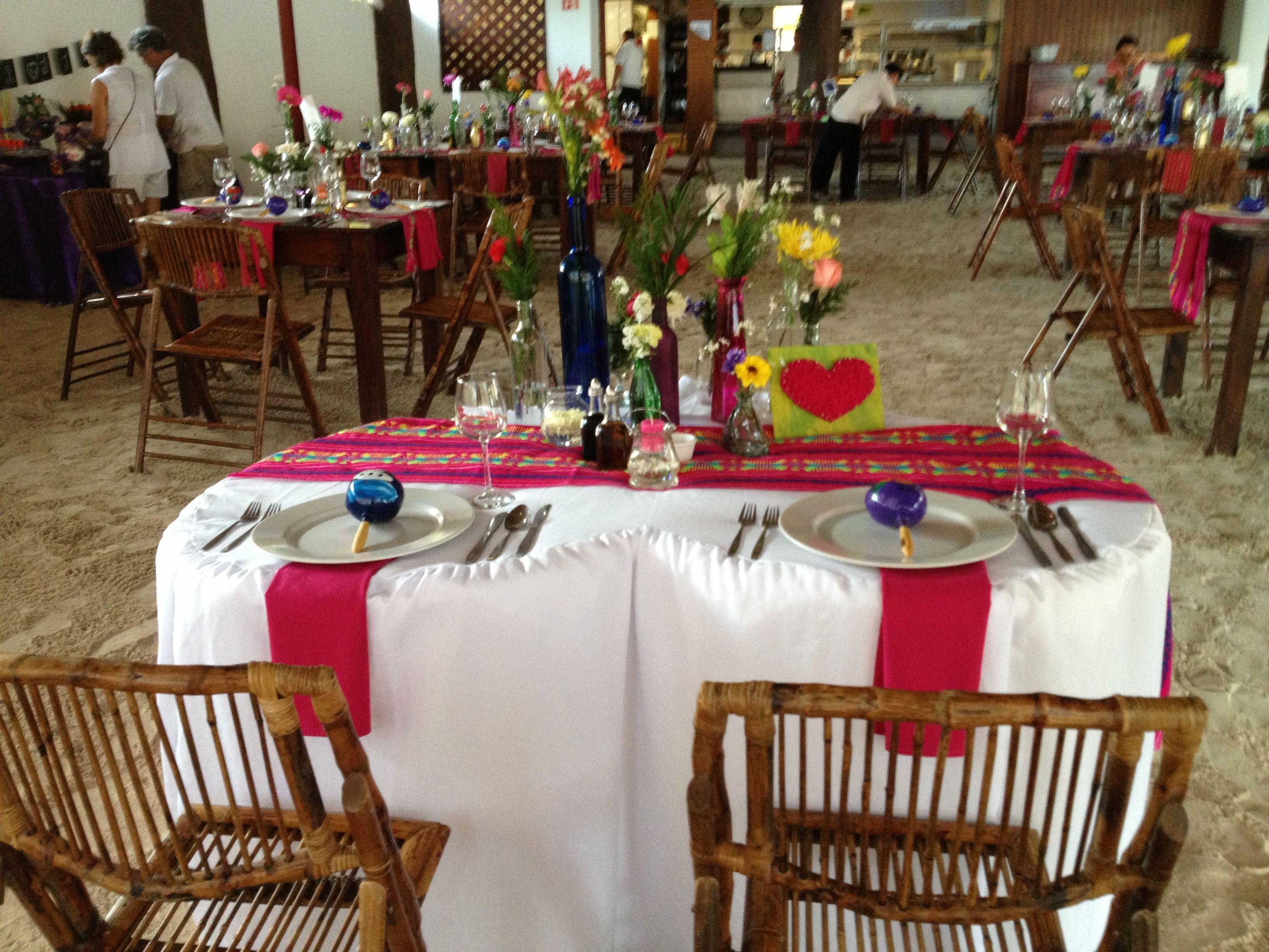 Decoraci n en mesas al estilo de m xico boda mexicana for Decoracion mexicana
