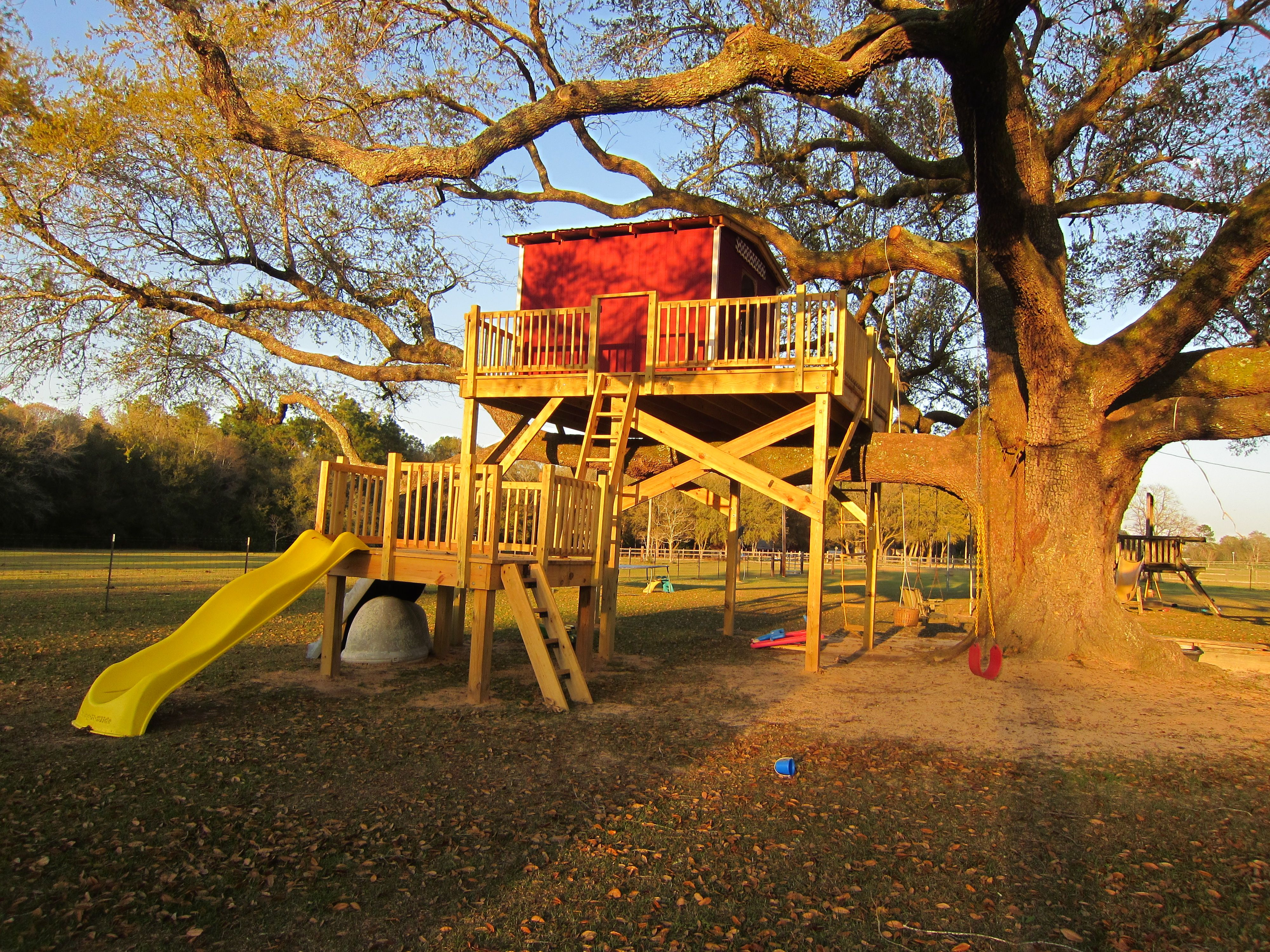 coolest treehouse ever fairly simple plan lower platform with