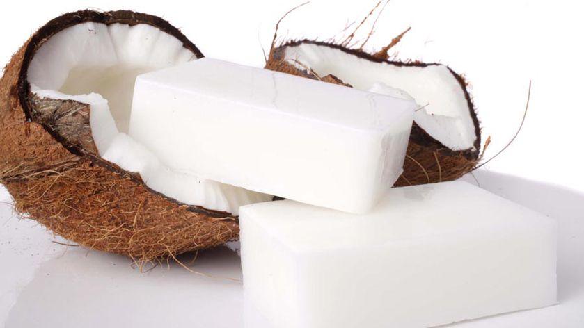 Cómo Hacer Jabón De Coco Casero Y Sus Fantásticos Beneficios Jabon De Coco Como Hacer Jabon Hacer Jabon Casero