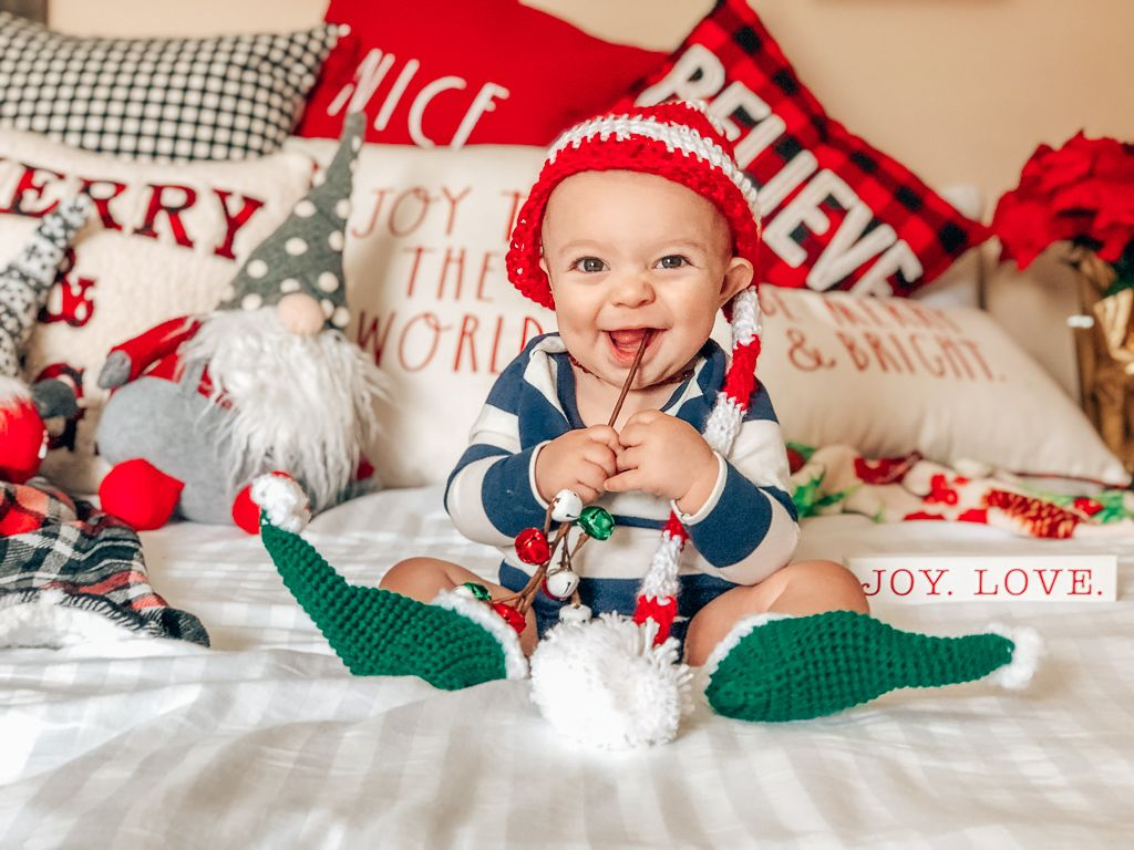 10 Fun Ways To Celebrate Baby S First Christmas Baby Christmas Photos Christmas Baby Pictures Baby Christmas Pictures Diy