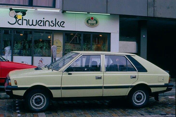 FSO Polonez: Wie seine Brüder aus dem Hause Polski-Fiat basierte der FSO Polonez technisch auf dem Fiat 125. Die neu gestaltete Außenhaut mit praktischem Fließheck genügte 1978, als der Polonez auf den Plan trat, durchaus den ästhetischen Ansprüchen der Zeit.