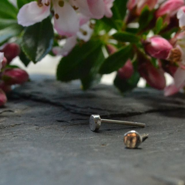 Super small, tiny 3mm circle stud earrings £14.50