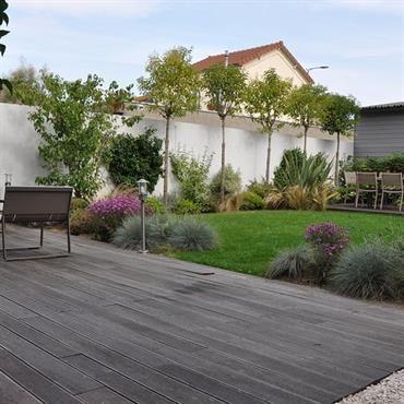 Jardin De Ville Avec Terrasses En Bois Avec Images Amenagement