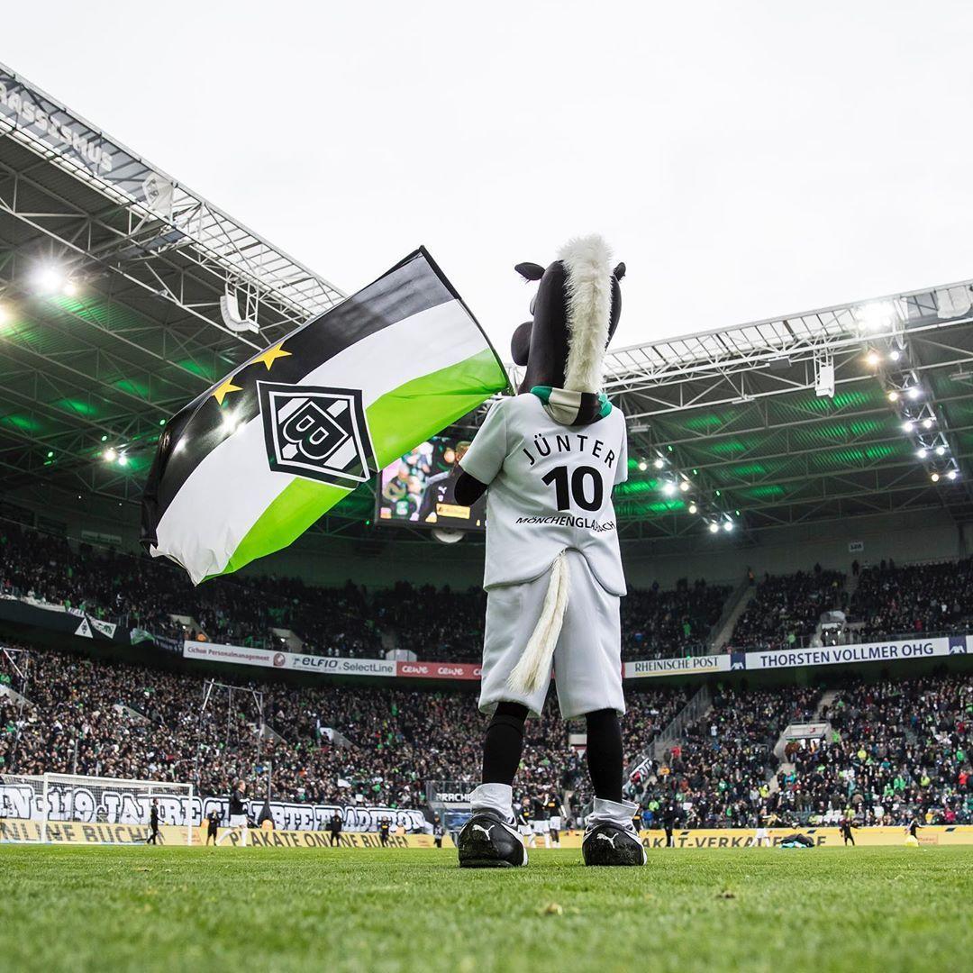 Gefallt 8 084 Mal 23 Kommentare Borussia Monchengladbach Borussia Auf Instagram Respektvoll Im Miteinander Diefohlen Basketball Court Sports Court