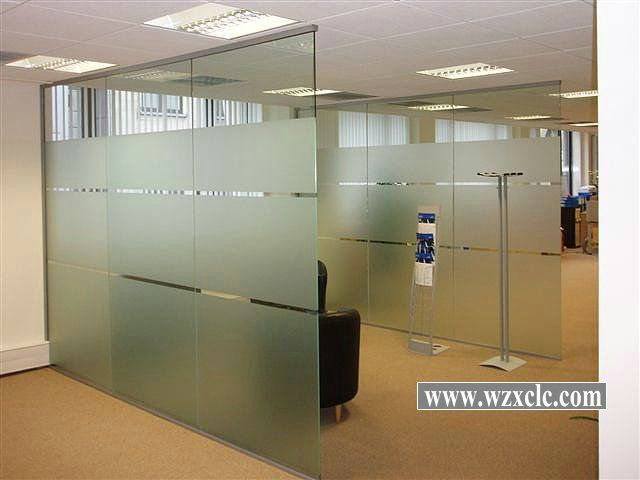 Modular office partitions with straight glass panels Office partition walls with doors