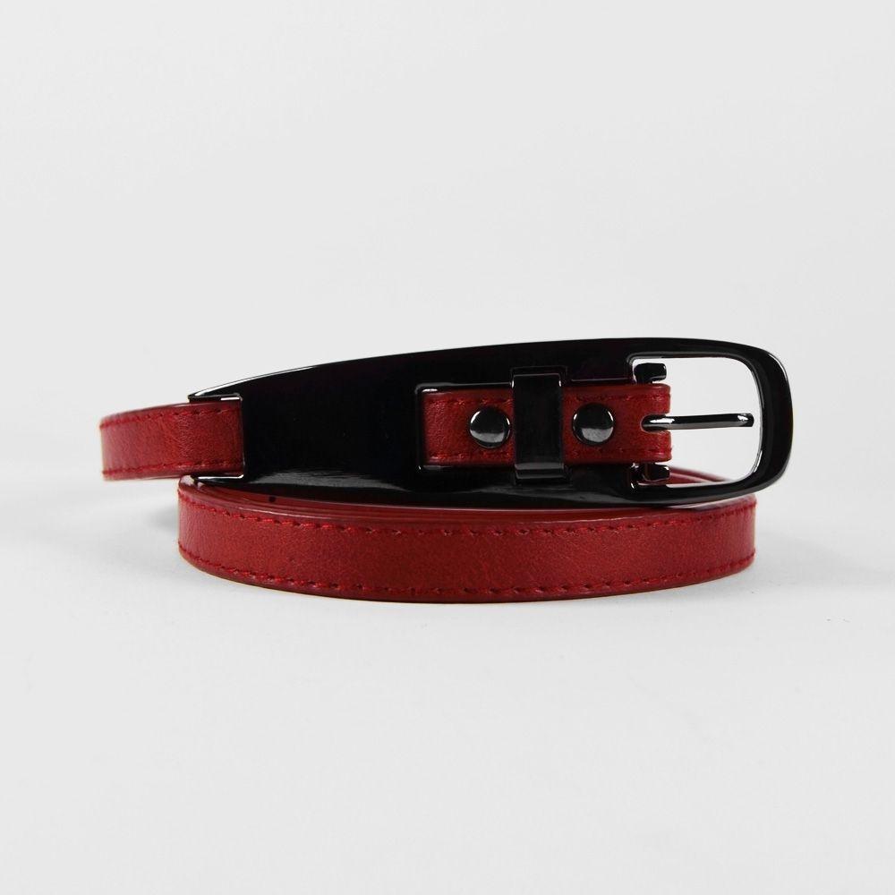 c375a1d2a988 Fine ceinture rouge à boucle métallique enchassée   Ceintures ...