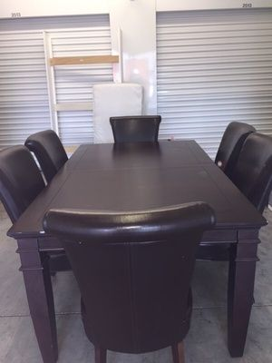 Dinning set in Kissimmee, FL (sells for $150)