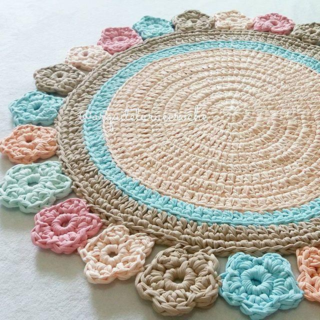 Espalhando flores.. . #crochet #croche #handmade #cesto ...