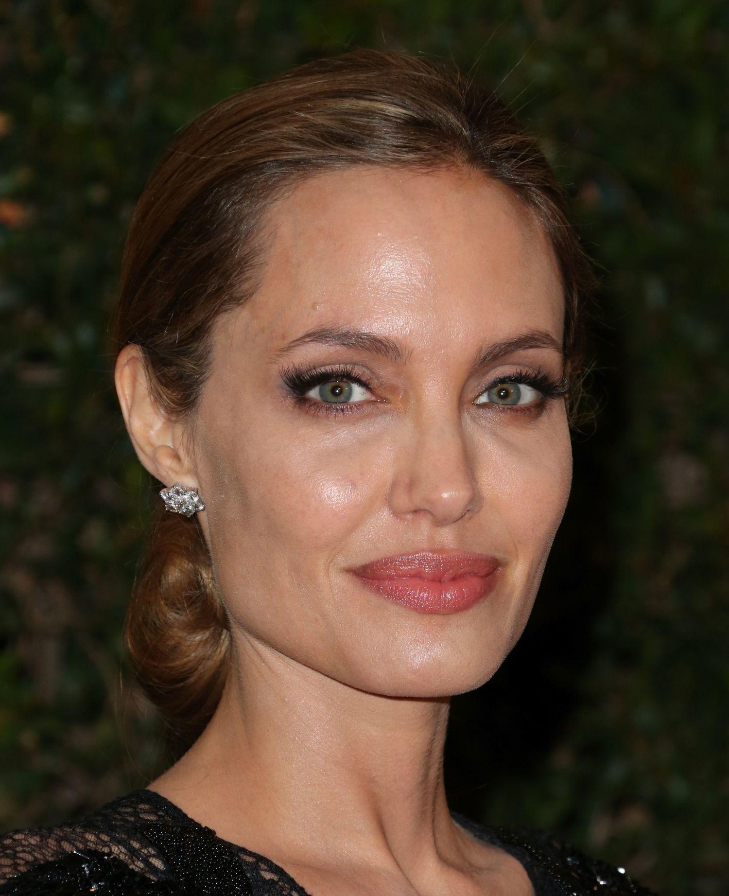 An In Depth Analysis Of Angelina Jolies Fake Eyelash Placement