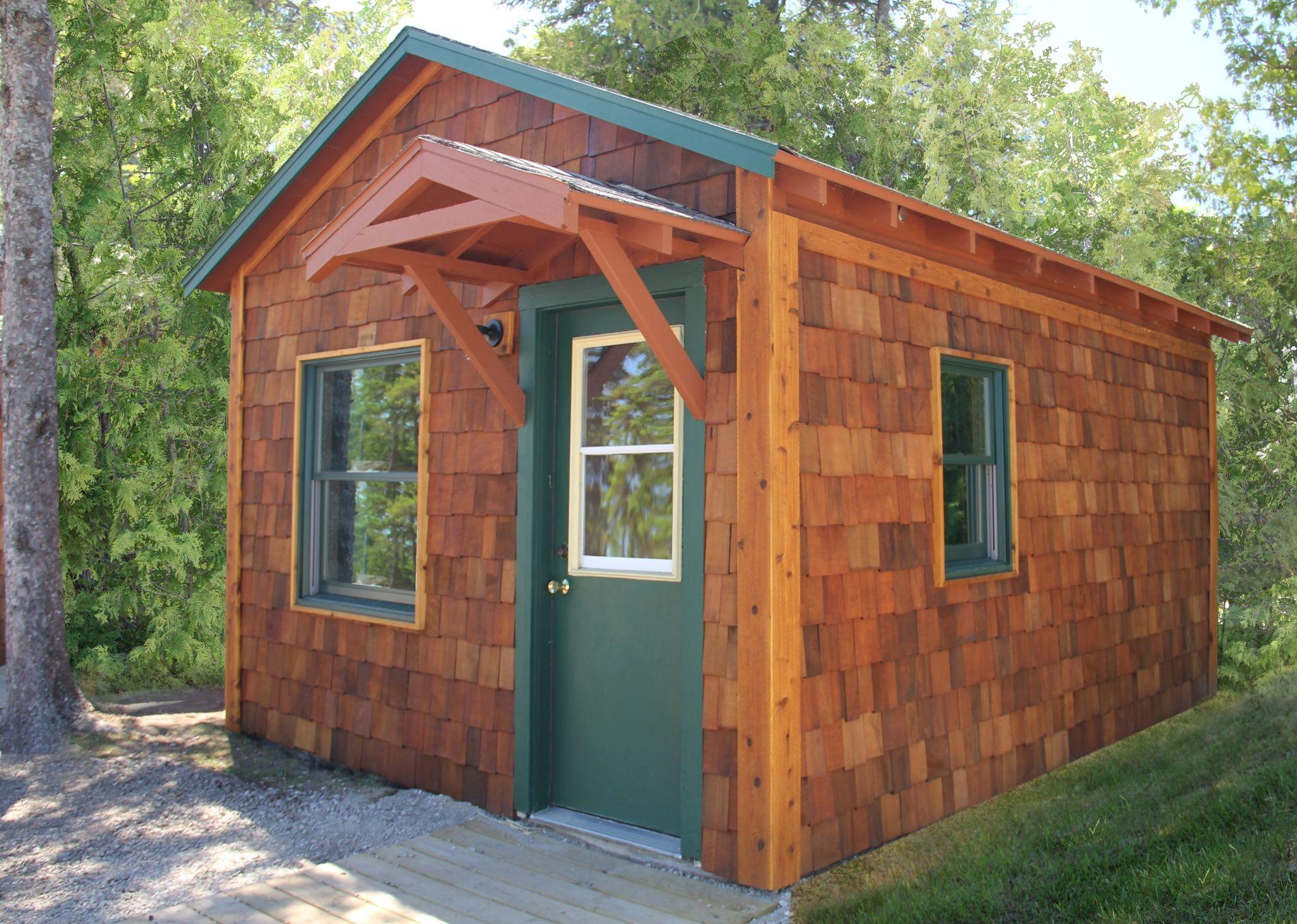 Superb Interior And Exterior Cabin Views At Mackinac Lakefront Cabin Rentals In  Mackinaw City, Michigan.