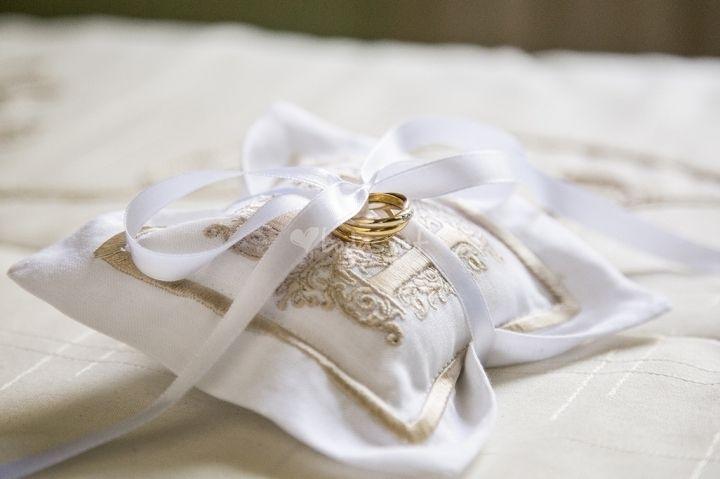 Foto de Jesús Escudero - http://www.bodas.net/articulos/10-cosas-que-debes-saber-sobre-tus-anillos-de-boda--c2453