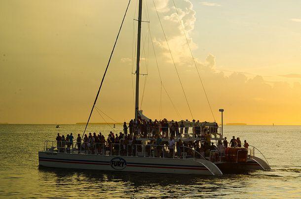 Despedida de soltero en un catamarán | Blog Camisas Rushmore