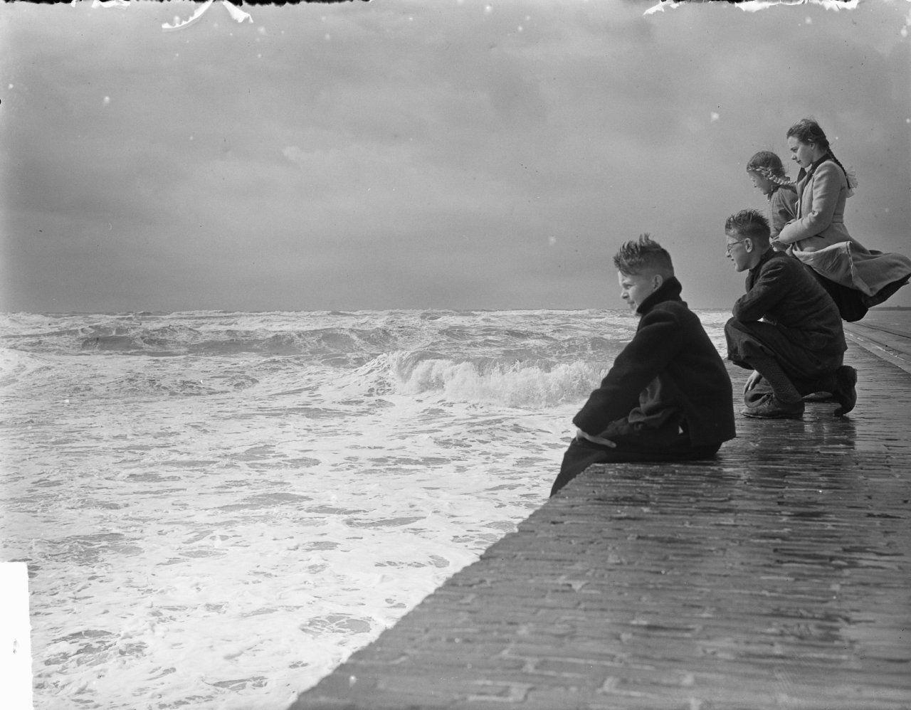 Storm in IJmuiden (1950)