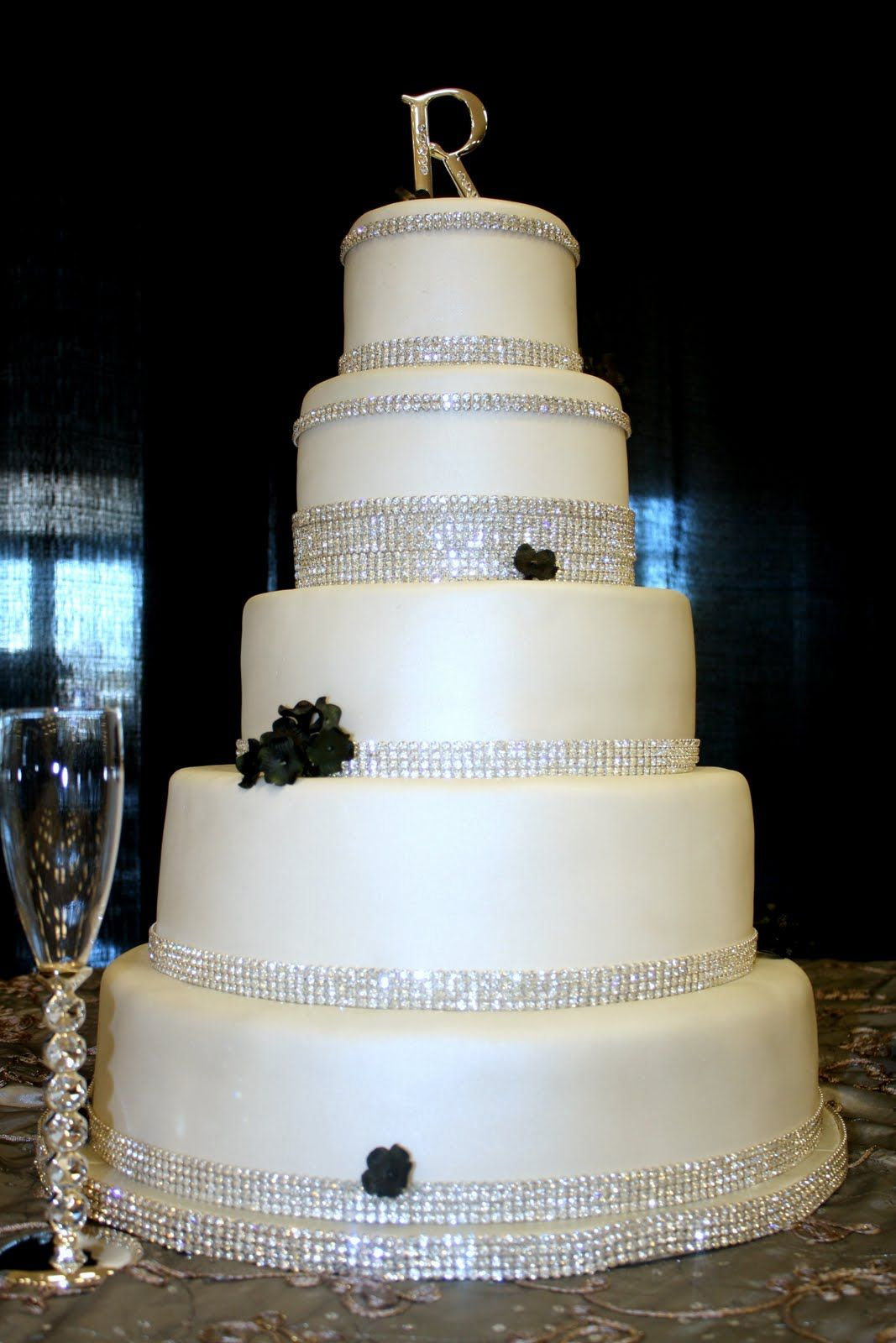 crystal wedding cake | Shons black and silver crystal wedding cake ...
