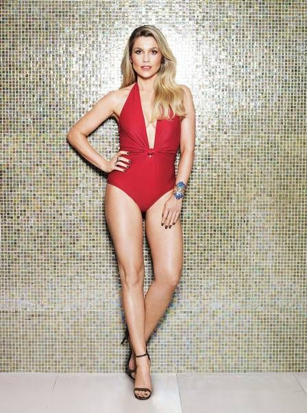 Flávia Alessandra faz 42 anos e esbanja sensualidade ao longo do tempo; veja