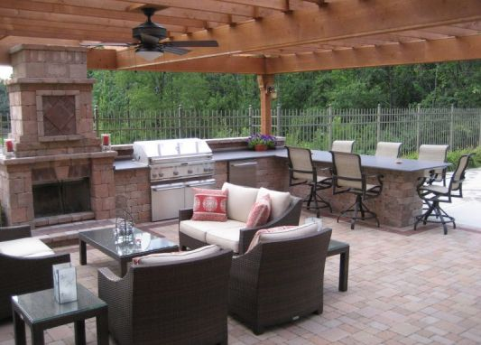 Perfect configuration: Fireplace, BBQ, Bar Counter-Hot Tub where the chairs on the outside are.