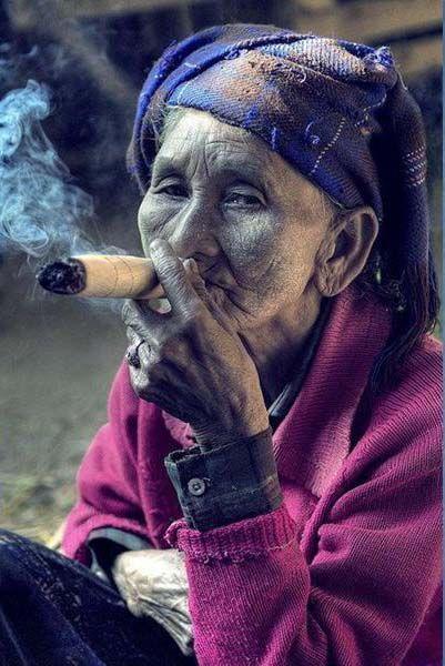Oma Raucht