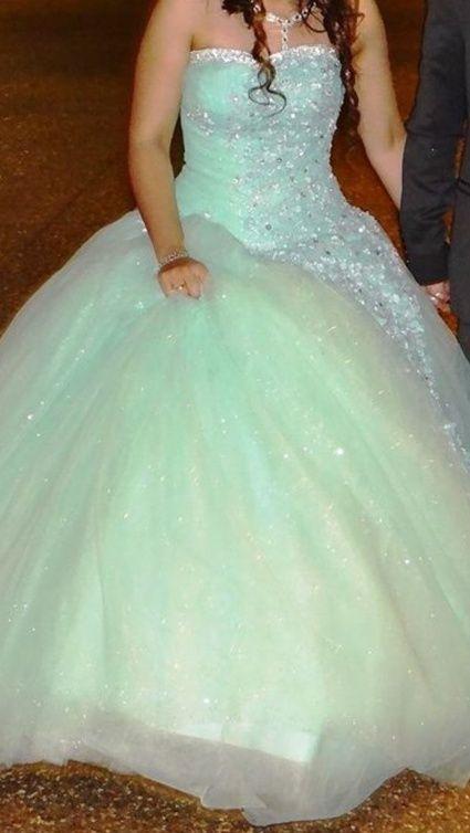 Très belle robe de mariage couleur vert d\u0027eau