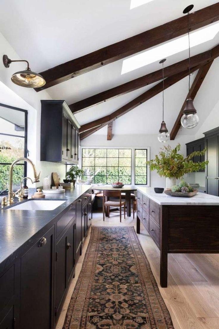 Neue Trends Kuche 2019 Freiliegende Balken Holz Weisse Farbe Kuchenmobel Ideen Black Kitchen Countertops Kitchen Trends 2019 Kitchen Trends