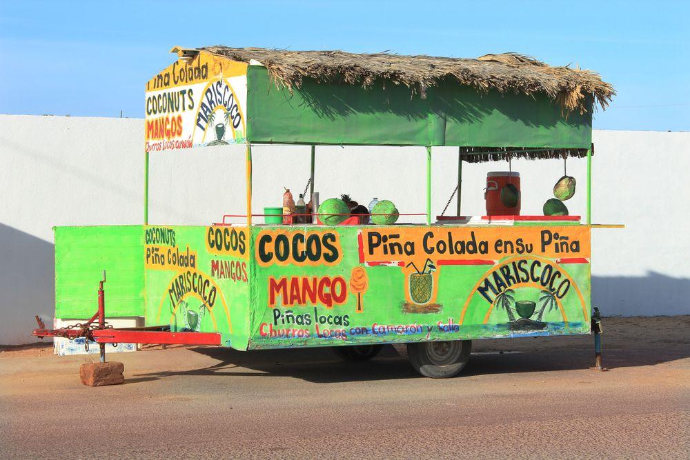 En el norte de #Mexico suceden cosas realmente agradables. Puedes disfrutar de un buen trago, frutal y delicioso, preparado en los puestos callejeros, para refrescar tus paseos por Puerto Peñasco, #Sonora. http://www.bestday.com.mx/Puerto-Penasco/ReservaHoteles/