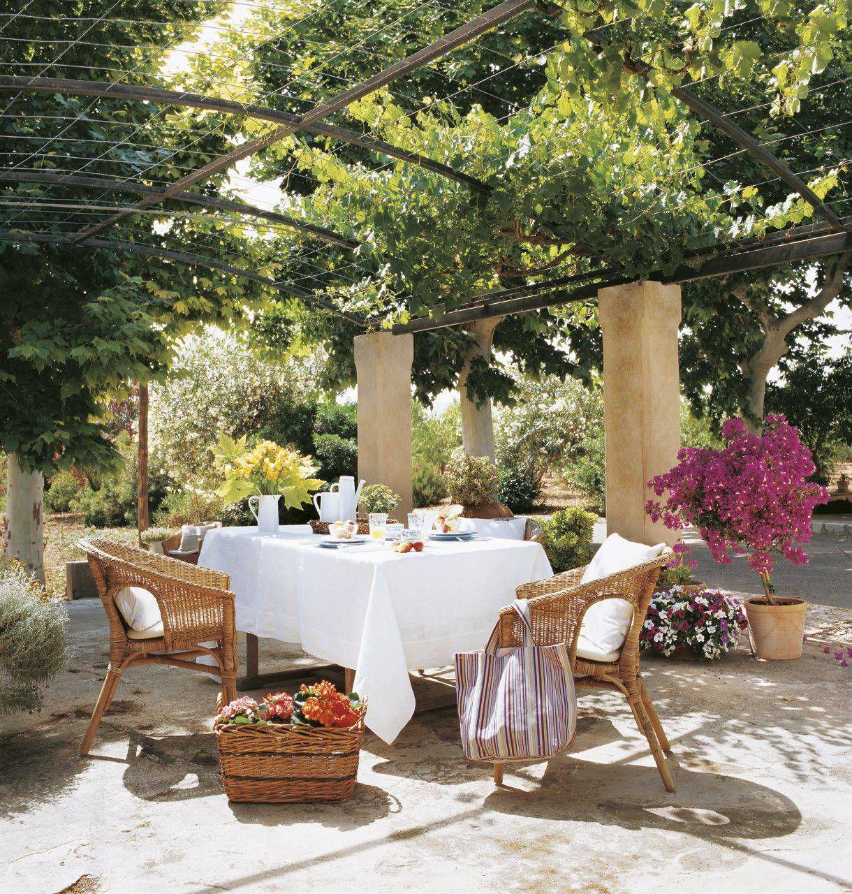 Por Que Anadir Una Pergola A Tu Jardin Sala De Exterior Jardines Bonitos Comedor Al Aire Libre