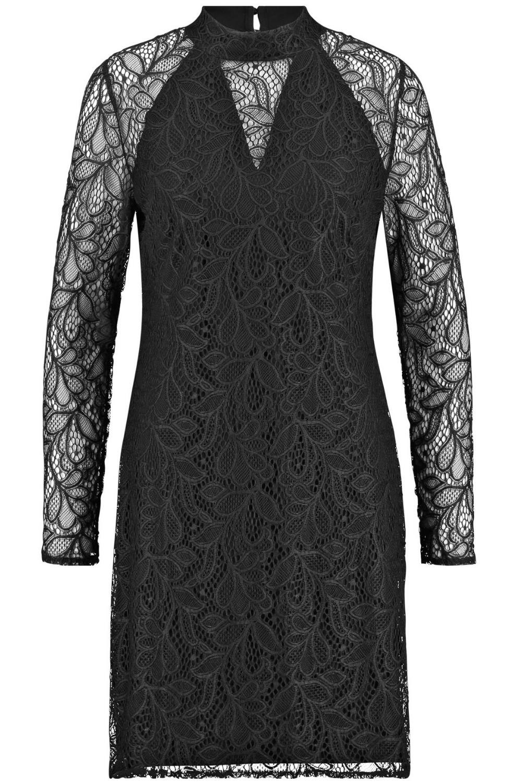 partyoutfit: schwarzes spitzenkleid | silvester outfit damen