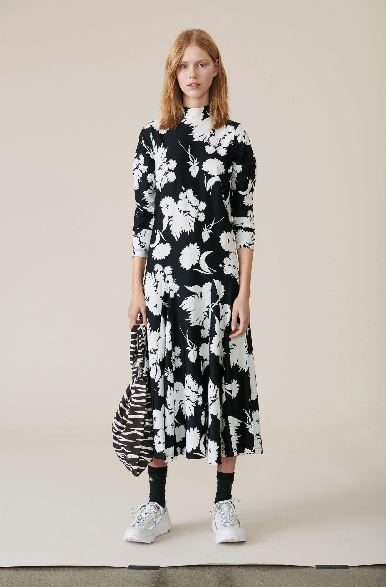 Maxi dress with a wide skirt, hight collar and zipper