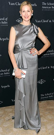 The GG star Kelly Rutherford rocks a CH gown from the CH Fall 2012 collection. How chic does she look?