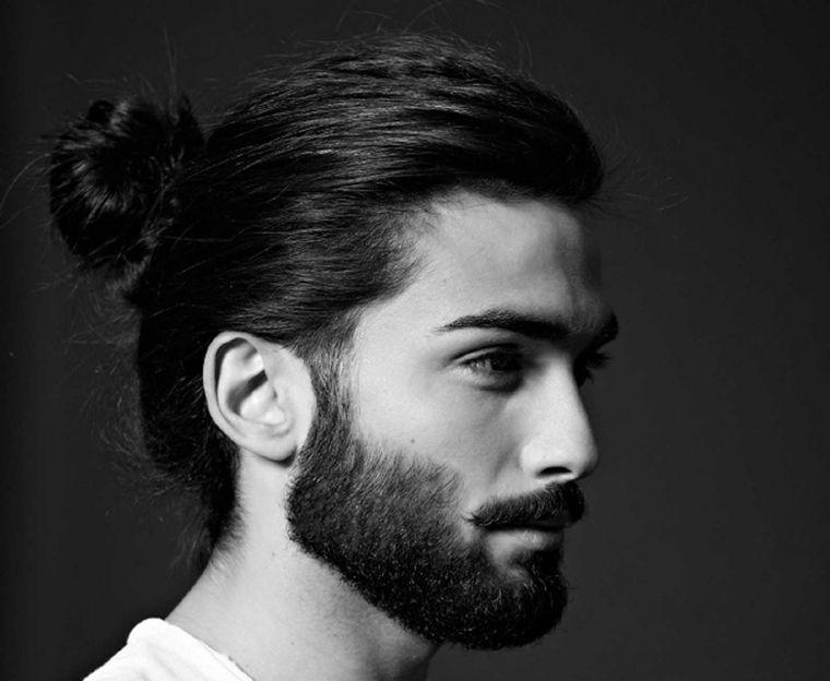 Uomo capelli legati