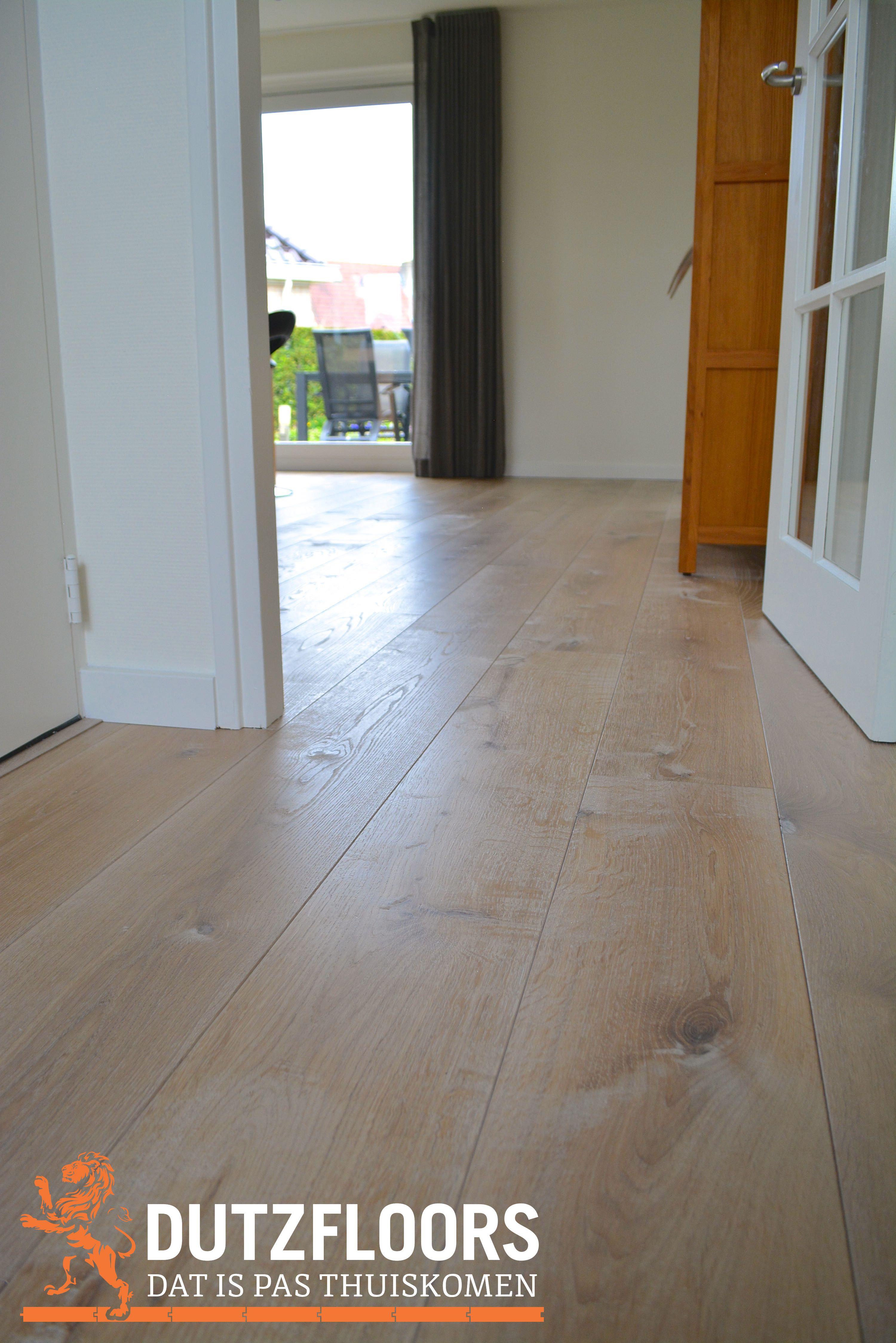 d407a46628abf5 Witte geschaafde houten vloer van hoge kwaliteit Europees eiken ...