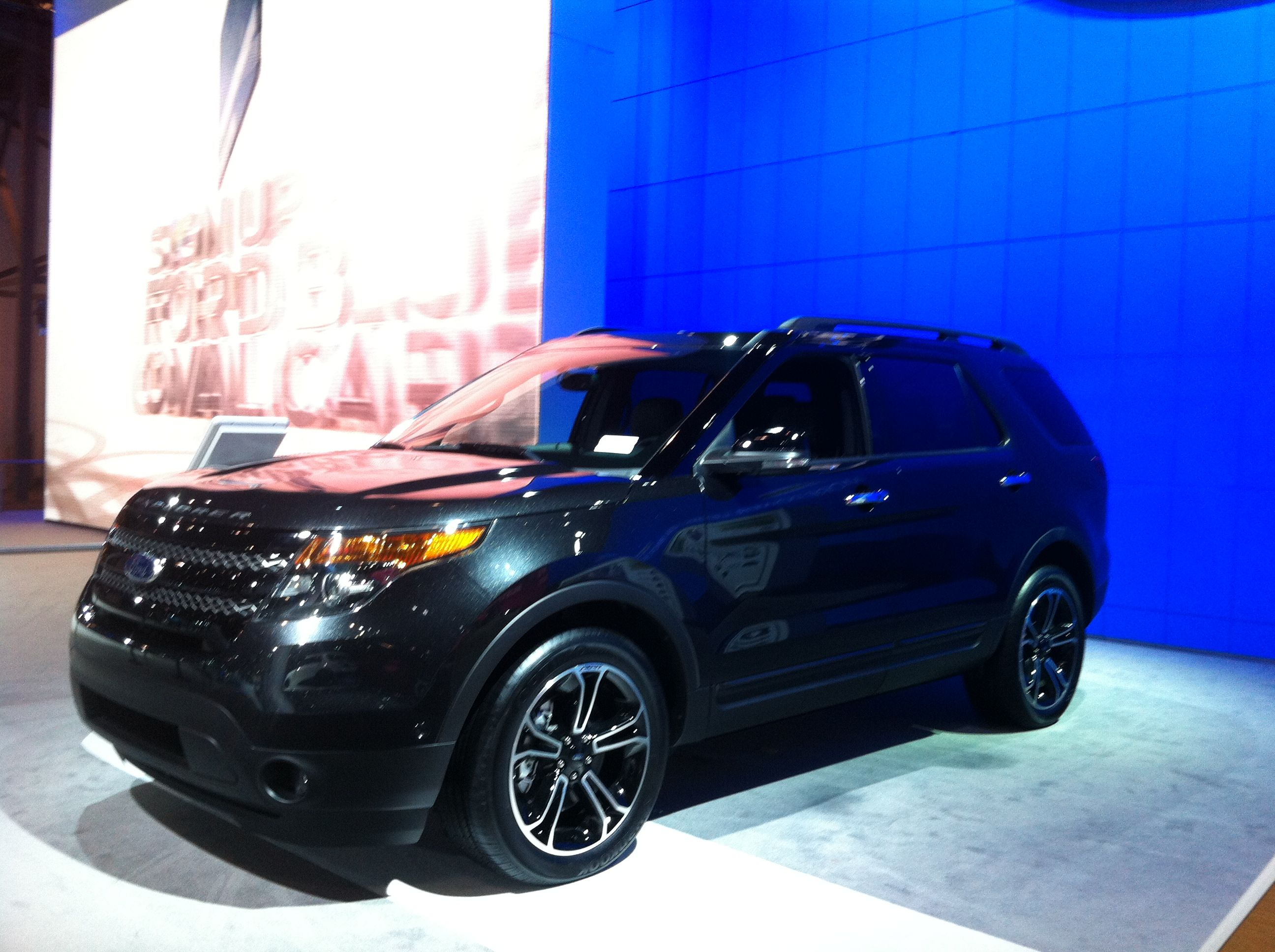 2013 ford explorer in tuxedo black 2012 ny auto show - Ford Explorer 2012 Black