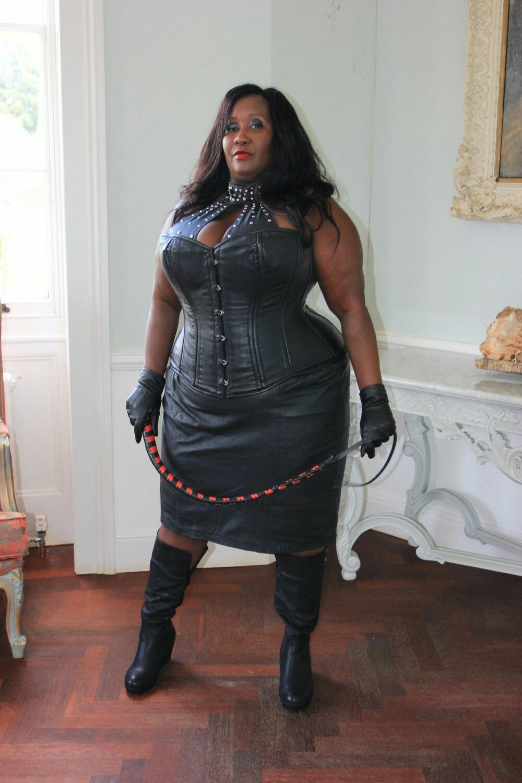 Ночь клубе толстая женщина госпожа трутся грудями