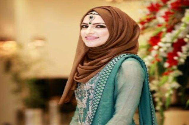 MOST BEAUTIFUL GIRLS WITH HIJAB WALLPAPERS IN HD IMAGES .