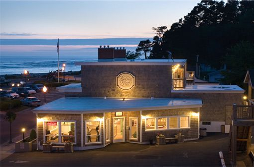 Looking Glass Inn Right Near Mo S Lincoln City On Siletz Bay From 149 Lincoln City Oregon Oregon Hotels Lincoln City